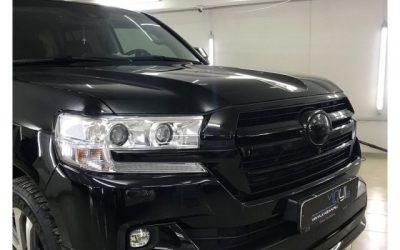 Toyota Land Cruiser 200 — оклейка хромированных элементов черной глянцевой пленкой