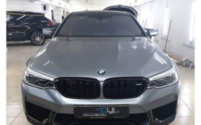 Оклейка крыши автомобиля и нанесение полос на кузов автомобиля BMW 3 серии