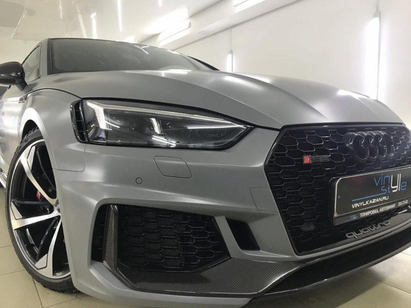 Audi RS 5 — установка защитной сетки радиатора в бампер автомобиля