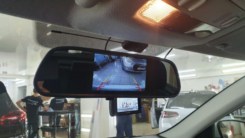 Skoda Rapid — установка и подключение камеры заднего вида