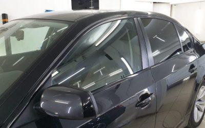 BMW 530i E60 — антихром оконных молдингов, оклейка чёрной глянцевой пленкой