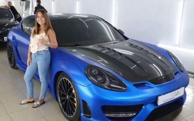Porsche Panamera — оклейка кузова в синий матовый металлик, ламинация карбоном, частичное бронирование и оклейка черным глянцем