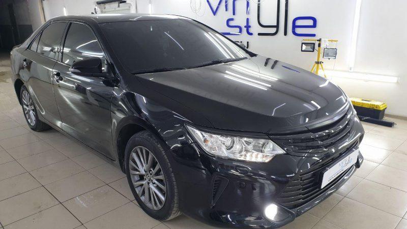 Toyota Camry — тонировка лобового стекла пленкой Ultra Vision 65%, боковых 95% затемнения