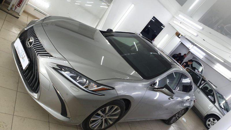 Lexus ES250 — оклейка крыши пленкой черный глянец, тонировка стекол автомобиля