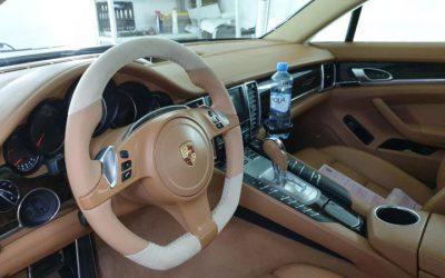 Изменили анатомию руля и перетянули в натуральную кожу наппа с алькантарой — Porsche Panamera