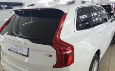 Volvo XC90 — бронирование фар и зон под ручками полиуретаном Hexis Bodyfence, тонировка задних стекол пленкой Llumar 95%, боковых пленкой карбон 30%