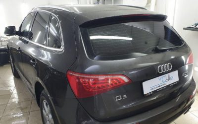 Audi Q5 — затонировали заднюю полусферу вторым слоем пленкой карбон 85% затемнения