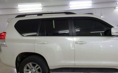 Land Cruiser Prado — затонировали передние боковые стекла пленкой Ultra Vision 85% затемнения, полоска на лобовом 95%