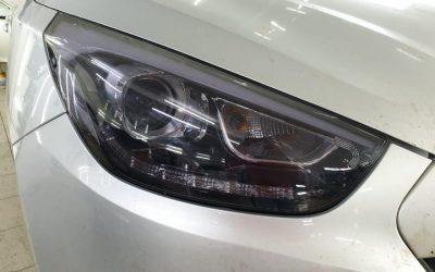 Hyundai IX35 — замена штатных ламп на ксенон, бронирование фар полиуретановой пленкой с эффектом затемнения Stek