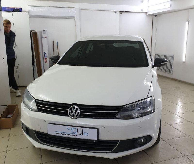 Volkswagen Jetta — затонировали лобовое стекло пленкой Carbon, 50% затемнения