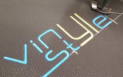 Нанесение логотипа на подголовники автомобиля VW Tiguan