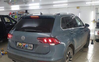 Volkswagen Tiguan — тонировка задних стёкол пленкой Ultravision светопропускаемостью 5%, бронирование зон под ручками