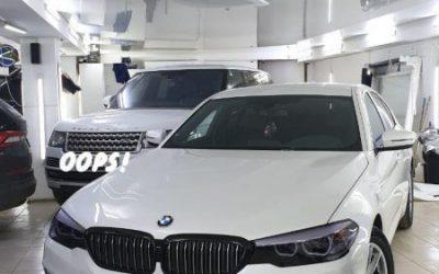 BMW 520D — антихром ноздрей и боковых накладок, затонирована оптика