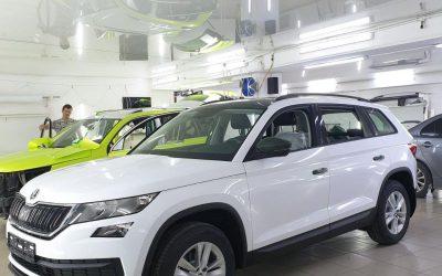 Skoda Kodiaq — профессиональная оклейка автомобиля пленкой белый глянец