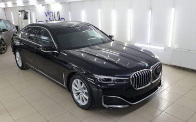 Чёрный бриллиант BMW 730 LD — бронирование кузова супер-глянцевой качественной плёнкой Hogo Maku, нанесение керамики на авто