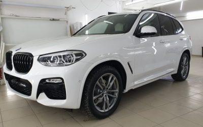 Белоснежная BMW X3 — антихром окантовки ноздрей,  бронирование зон рисков полиуретановой пленкой