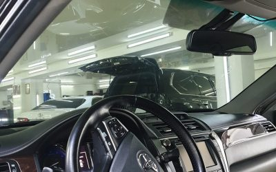 Toyota Camry — тонировка боковых стекол пленкой Llumar 95%, тонировка лобового стекла пленкой Llumar 85%