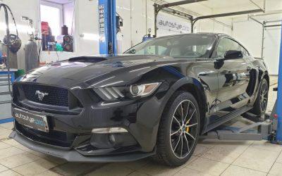 Ford Mustang — срезали стоковые банки, приварили трубы и насадки