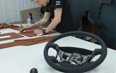 Перетянули руль и ручки КПП от Land Cruiser 100 в экокожу с псевдоперфорацией