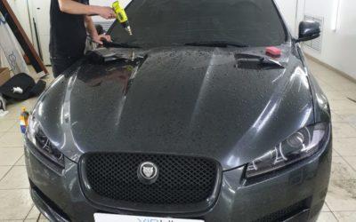 Тонировка лобового стекла Jaguar плёнкой Global 80% затемнения
