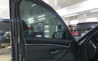 Затонировали лобовое и передние боковые стёкла BMW 5 series плёнкой Ultra Vision