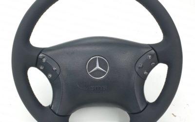 Перетянули руль и ручку КПП от Mercedes C200 в эко-кожу