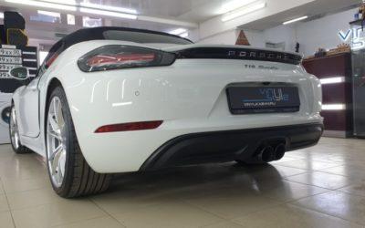 Porsche 718 Boxster — легкая полировка кузова, нанесение 6 слоев керамики, химчистка и защита салона авто