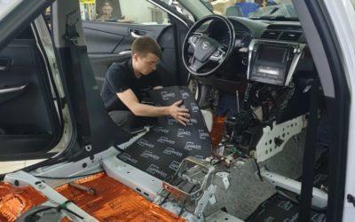 Шумоизоляция пола и дверей автомобиля Toyota Camry