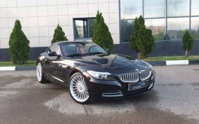 BMW Z4 — оклейка автомобиля тёмно коричневой глянцевой пленкой с блёстками