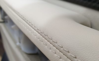 Перетяжка центрального подлокотника и подлокотника водительской двери от Range Rover Sport