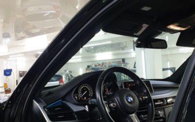 BMW X5 — затонировали передние боковые и задние стекла пленкой Llumar, лобовое стекло пленкой UltraVision