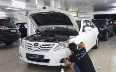 Toyota Camry — полировка и бронирование фар полиуретановой пленкой, тонировка стекол