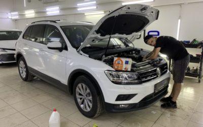 VW Tiguan — локальное бронирование полиуретановой пленкой Дельтаскин, установка автосигнализации StarLine