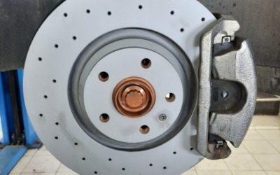 VW Tiguan — замена тормозных дисков и тормозных колодок