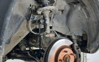 Nissan Juke — замену втулок и стоек стабилизатора, шаровых опор