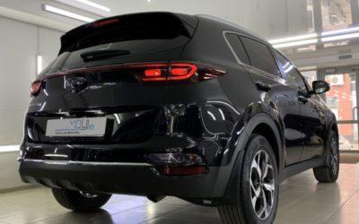Полировка кузова автомобиля Kia Sportage и нанесение нескольких слоев керамики для защиты