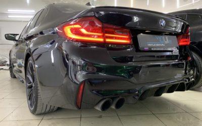 BMW 550 — забронировали фары, фонари, отражатели тонирующим полиуретаном Стек светлого оттенка