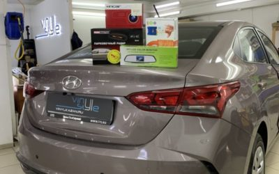 Hyundai Solaris — установка автосигнализации, парктроников, камеры заднего вида с выводом на экран, защитной сетки радиатора