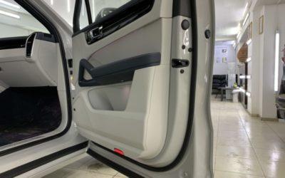 Бесштыревые доводчики дверей были установлены нами на Porsche Cayenne