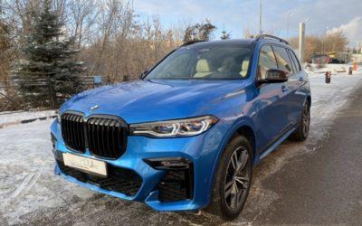 BMW X7 — оклеен в ярко-синий глянцевый металлик