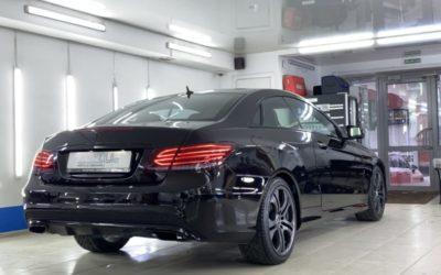 Mercedes E200 для автоледи — полный антихром, полировка кузова, затемнение оптики, нанесение жидкого стекла на кузов