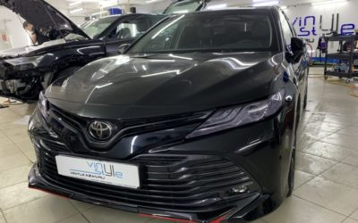 Забронировали капот и зеркала Toyota Camry прозрачным полиуретаном