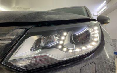 Volkswagen Tiguan — разборка и чистка фары, замена стекла