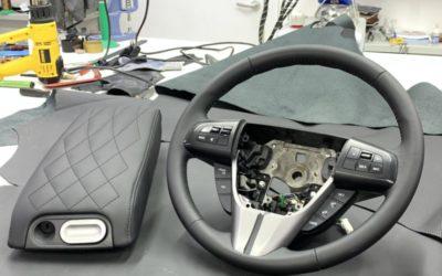 Mazda CX-7 — реанимировали руль и подлокотник, перетянув их в эко кожу