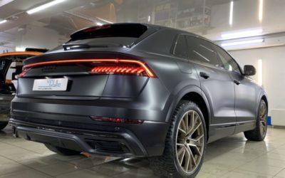 Audi Q8 — оклейка всего кузова матовой пленкой Дельтаскин, затемнение оптики, антихром, оклейка и пошив ковриков