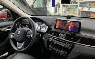 Заменили маленький оригинальный монитор BMW X1 на большой 10,2 дюймовый экран с Андроидом