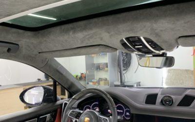 Перетяжка алькантарой потолка, шторок, козырьков и стоек Porsche Cayenne, покраска тормозных суппортов в желтый глянец