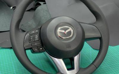 Перетянули руль от Mazda 3 полностью в натуральную кожу фабрики Wollsdorf, Австрия