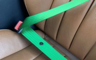 Mercedes CLS 250 — заменили заводские ремни безопасности на ярко зелёные в переднем ряду, установили видеорегистратор