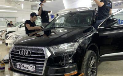 Audi Q7 — бронирование капота, крыльев и зеркал, шумоизоляция арок, ремонт вмятины и пошив чемоданчика